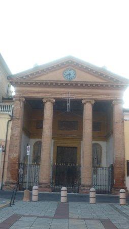 Bomporto, Italy: la facciata neoclassica della chiesa