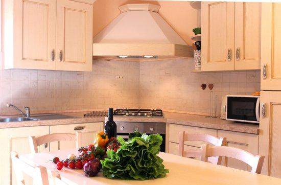Kitchen Mandorlo- Podere Monti