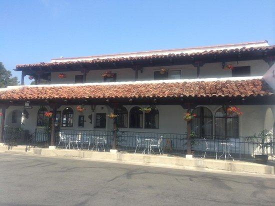 Casa Via Mar Inn and Tennis Club: Front of hotel office....