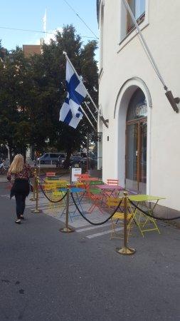 Swedish Theater (Svenska Teatern) : vista lateral do cafe situado no teatro Finlandes