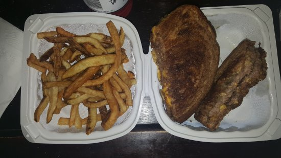 Oak Lawn, Илинойс: Delicious homemade fries and patty melt burgers!
