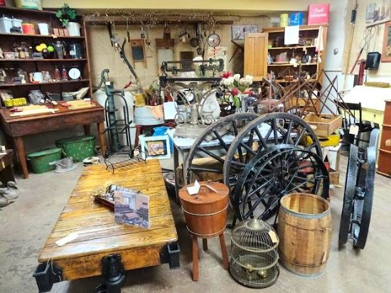 Olde Shoe Factory Antique Mall: inside