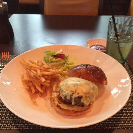 WL Bistro (Four Seasons Hotel Hangzhou at West Lake): Hangzhou No.1 burger
