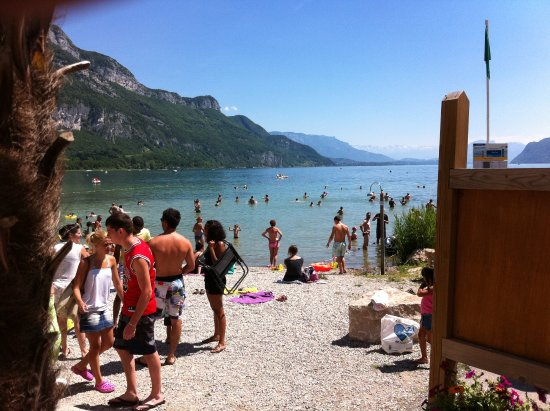 Netter strand in chatillon picture of lac du bourget for Camping bourget du lac avec piscine
