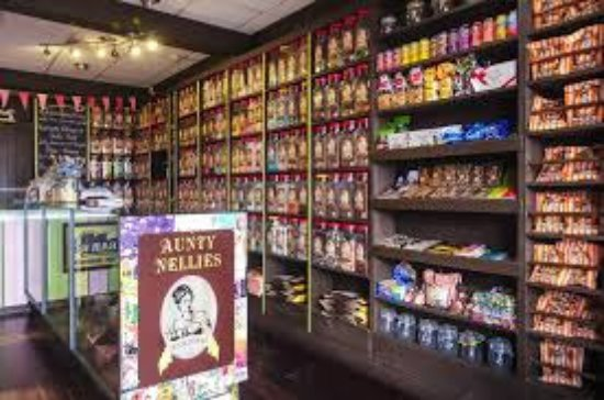Greystones, Ireland: Large selection of old fashioned sweets to pick from