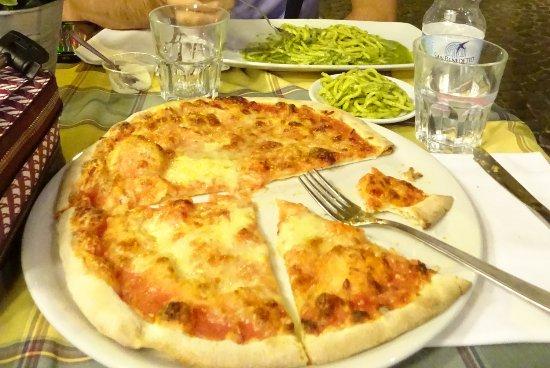 borgo 36 pizza margarita y pasta al pesto