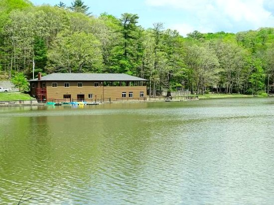 Beaver, WV: lake/boathouse