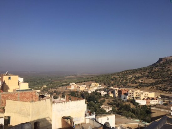 Moulay Idriss, Fas: View from restaurant/terrace toward Volubulis
