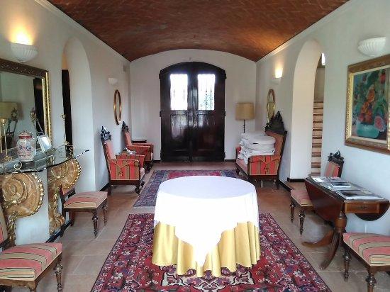 蒙塔那麗尼別墅酒店