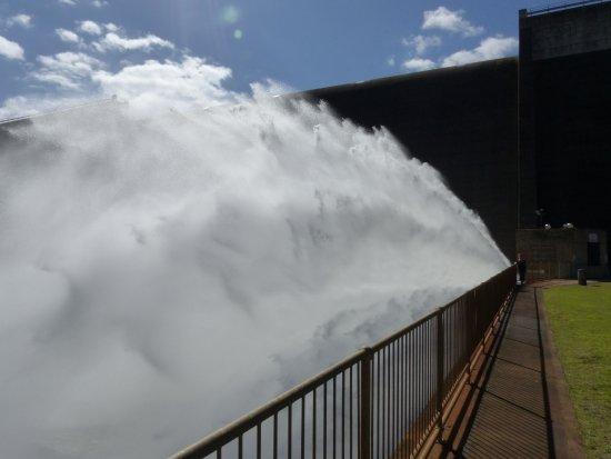 Atherton, Australien: Tinaroo Falls Dam River spillway