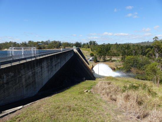 Tinaroo Dam wall - Picture of Lake Tinaroo, Atherton
