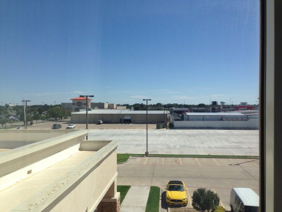 Hampton Inn & Suites Lubbock Southwest: View from room at Hampton over to Harley Davidson