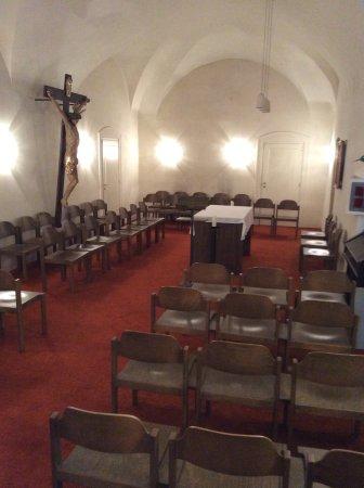 Benediktushaus Guest House: 建物内にはチャペル