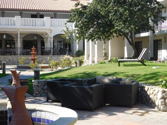 Embassy Suites by Hilton Hotel Palm Desert: Gardens