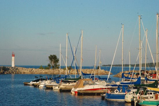 Meaford, Canada: With clear blue water and beautiful vistas.