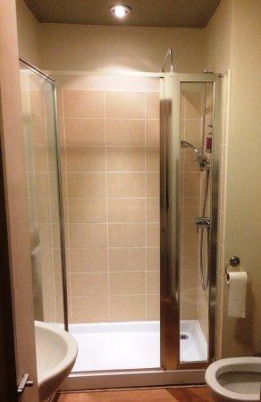 Castle Inn: Clean and tidy bathroom