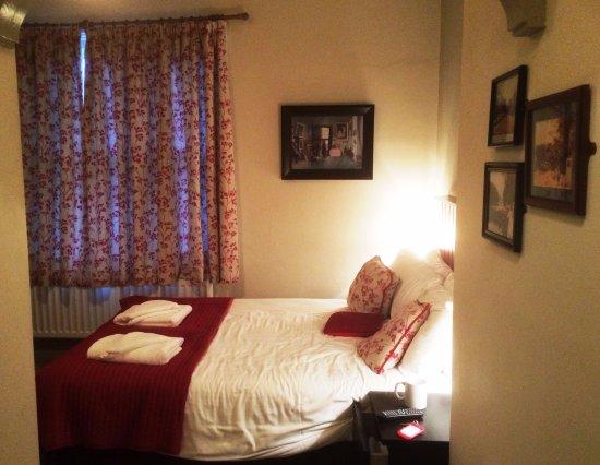 Castle Inn: Verw of my room from the door