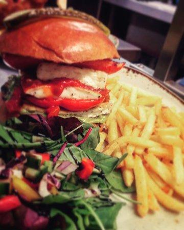 Oakamoor, UK: Halumi burger