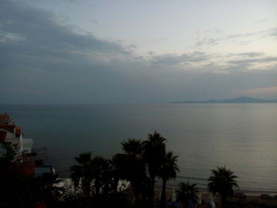 Almira Hotel: Η άκρη του χωριού με θέα την Ζάκυνθο