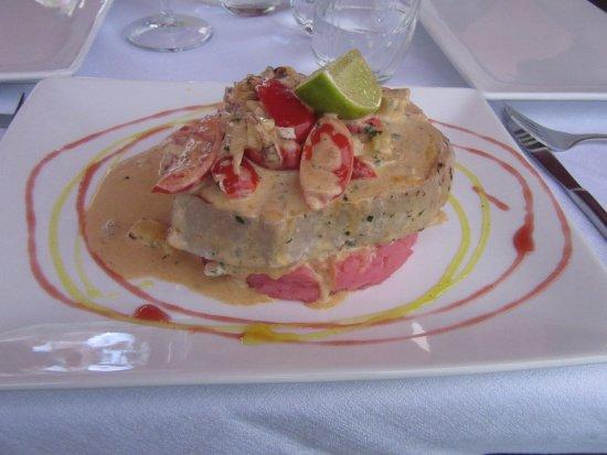 Enolaioteca Da Pina - La taverna della terra di Mezzo: tuna fish fillet with wild fennel, pineapple and tomatoes in Havana club sauce on red potatoes p