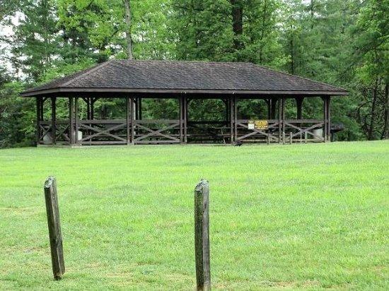 Lake Stephens Campground: picnic shelter