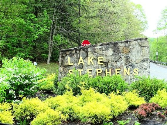 Lake Stephens Campground: sign on road