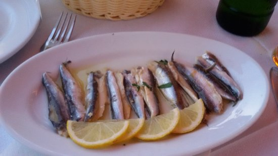 Toms Seaside Restaurant: Highly recommended marinated whitebait