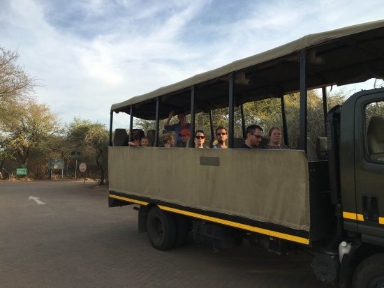 Lower Sabie Restcamp: Der Safaribus für den Sunset Drive