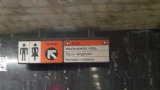 uscita metro per DEMINKA PALACE