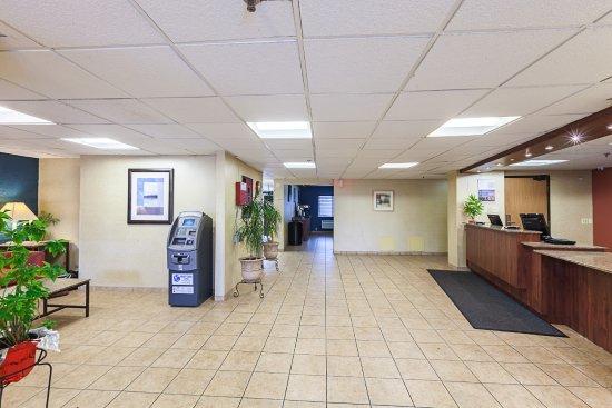 Glendale, Wisconsin: Lobby