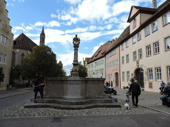 Herrnbrunnen rothenburg ob der tauber alemania picture of herrnbrunnen rothenburg - Rothenburg ob der tauber alemania ...