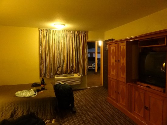 Travel Inn & Suites Picture