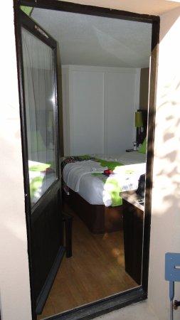 Hotel Kyriad Epernay: Kamer heeft ook een kleine patio