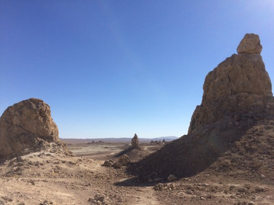 Trona, Californien: Windy day at the pinnacles