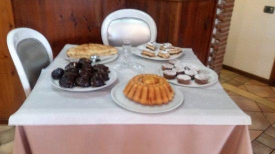 La locanda degli antichi sapori: Il tavolo dei dolci ...super la millefoglie