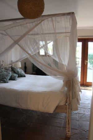 Wildebeest Eco Camp: Bed in Room 25