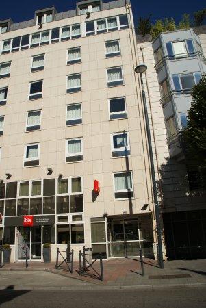 Façade De Lhôtel Rue Jean Bleuzen Photo De Ibis Paris Porte De - Hotel porte de vanves