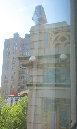 SpringHill Suites Memphis Downtown: View of Kress building from our room