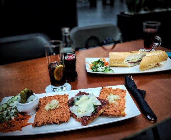 Woluwe-St-Pierre, Belgien: Délicieux toasts Américains et bœuf basilique