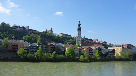 Burghausen, Tyskland: Ansicht von Österreich auf die Burg