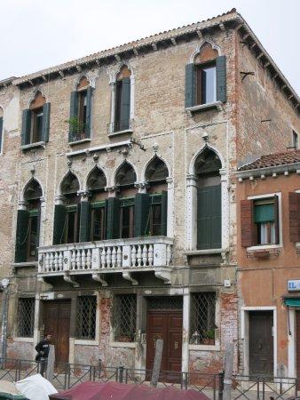 Residence Palazzo Odoni: Blick vom Kanal auf das Hotel