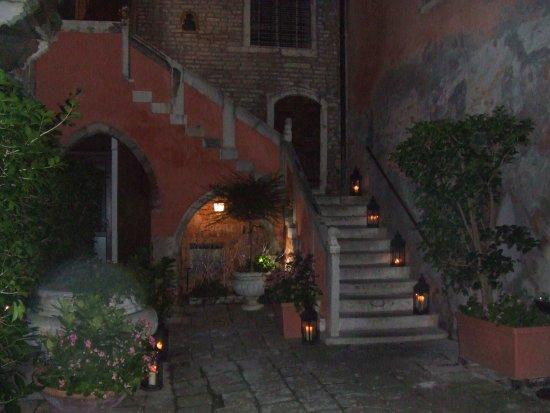 Residence Palazzo Odoni: Diese Treppe hoch (und dann nochmals ein Stockwerk im Inneren)