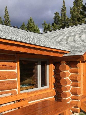 Nimpo Lake, كندا: Ein Sonnenplatz auf der Terrasse
