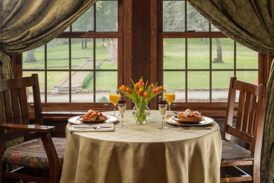 Hilltop Manor Bed & Breakfast Photo