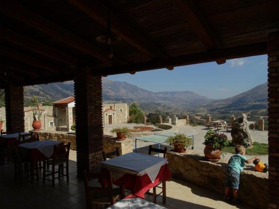 Thronos, Grèce : uitzicht vanaf de veranda