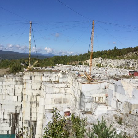 Barre, VT: Cranes to remove Granite