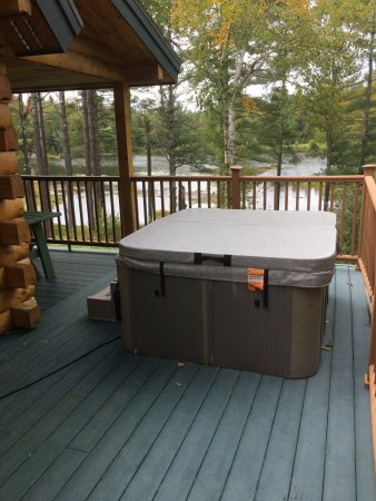 Sterling Ridge Resort: Hot tub on the porch
