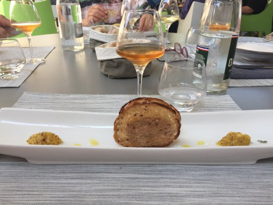 Montner, France: Foie gras au chutney d'ananas .