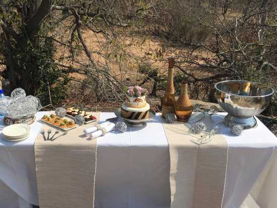 Ulusaba Private Game Reserve, แอฟริกาใต้: Celebratory wedding spread
