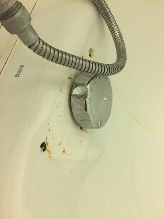 Ibis Hyeres Plage Thalassa : Elles illustrent la vétusté de l'hôtel et les négligeances dans le nettoyage !